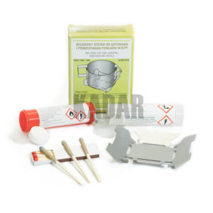 KIT FOR COOKING AND HEATING MEALS